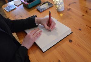 Köp böcker signerade av författaren Linnea Dunér